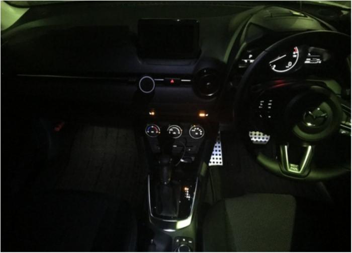車内全体をLEDでほんのり明るくするアンビエントライトをデミオにつけてみた